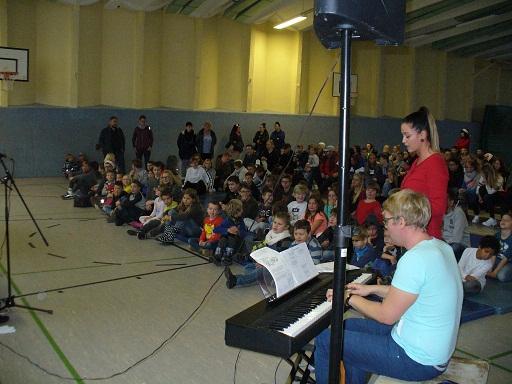 Die Turnhalle war um 9:00 Uhr gut gefüllt und alle Zuhörer waren schon gespannt.